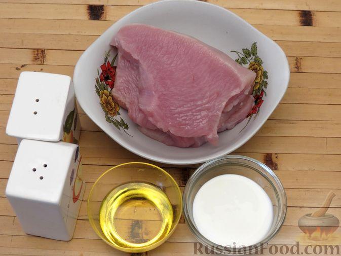 Фото приготовления рецепта: Отбивные из индейки, запечённые со сметаной - шаг №1