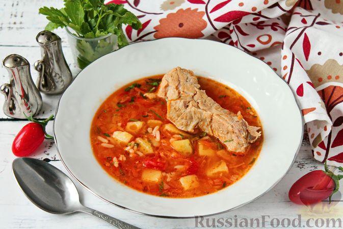 Фото к рецепту: Томатный суп со свиными рёбрышками и рисом