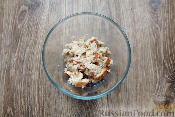 Фото приготовления рецепта: Котлеты из мясного фарша, запечённые с сыром и помидорами - шаг №2