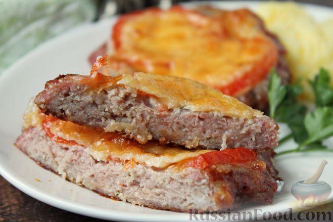Фото приготовления рецепта: Котлеты из мясного фарша, запечённые с сыром и помидорами - шаг №15