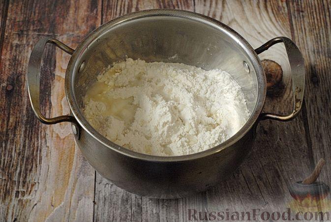 Фото приготовления рецепта: Вареники с черносливом и творогом - шаг №7