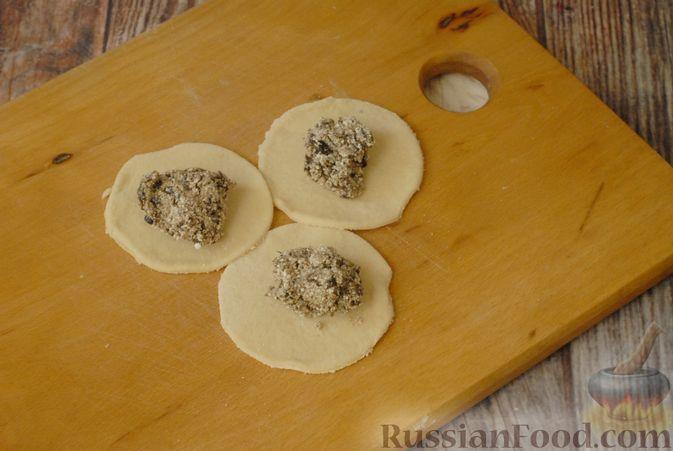 Фото приготовления рецепта: Вареники с черносливом и творогом - шаг №12