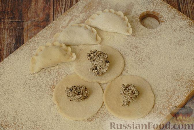 Фото приготовления рецепта: Вареники с черносливом и творогом - шаг №13