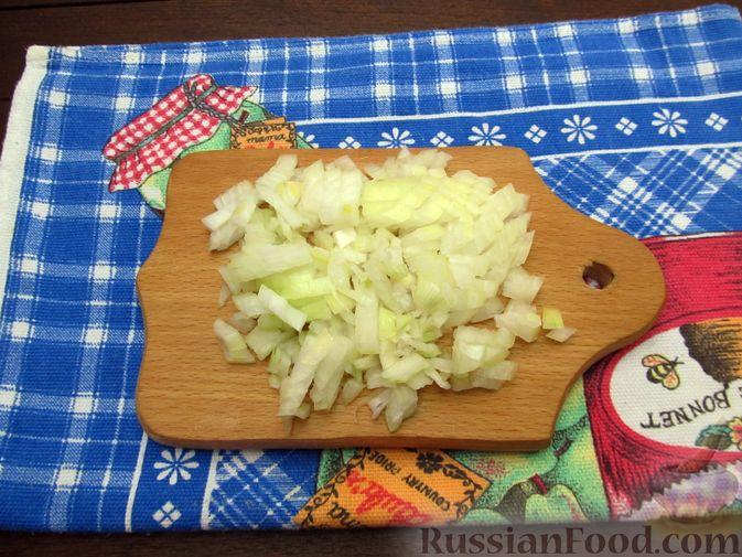 Фото приготовления рецепта: Булгур с куриной печенью и шампиньонами - шаг №3