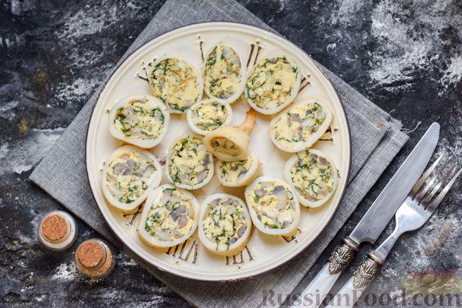 Фото приготовления рецепта: Кальмары, фаршированные омлетом с грибами - шаг №12