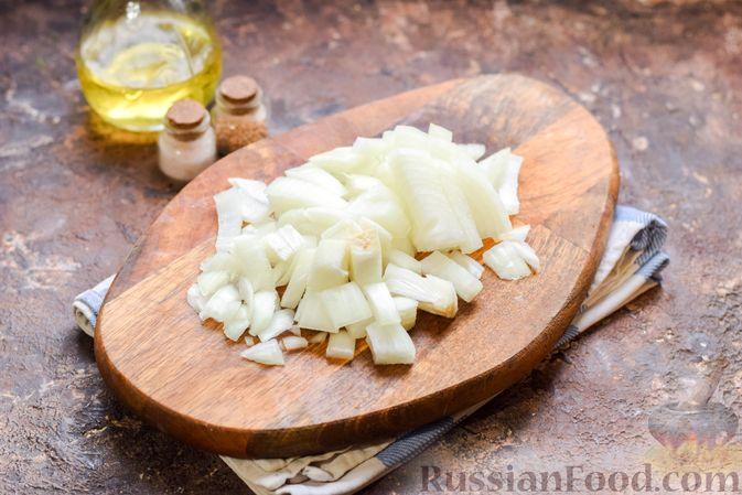 Фото приготовления рецепта: Перловая каша с грибами (в горшочках) - шаг №3