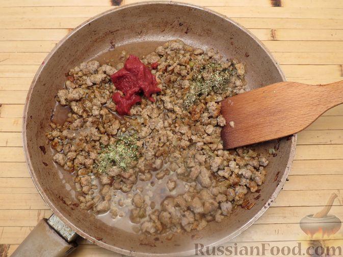 Фото приготовления рецепта: Макароны по-флотски с мясным фаршем (в духовке) - шаг №7