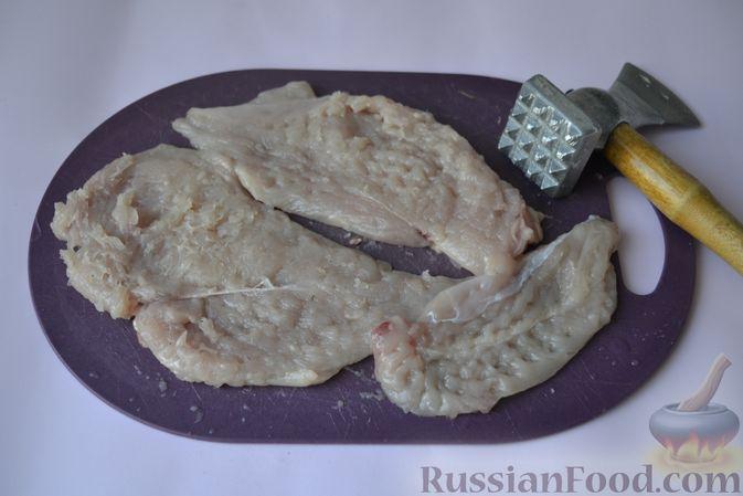 Фото приготовления рецепта: Куриные наггетсы в сырно-крекерной панировке - шаг №2
