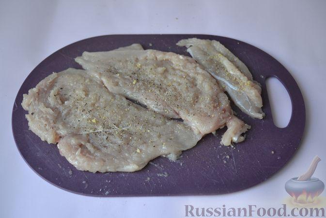 Фото приготовления рецепта: Куриные наггетсы в сырно-крекерной панировке - шаг №3