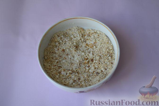 Фото приготовления рецепта: Куриные наггетсы в сырно-крекерной панировке - шаг №7