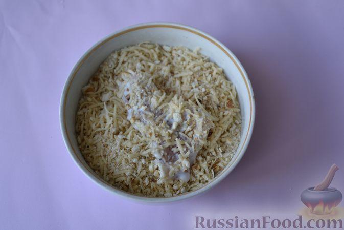 Фото приготовления рецепта: Куриные наггетсы в сырно-крекерной панировке - шаг №11