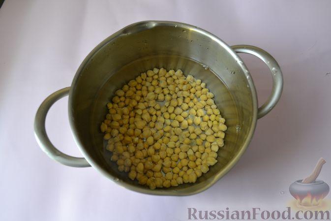 Фото приготовления рецепта: Пряный куриный суп с нутом и красной чечевицей - шаг №3