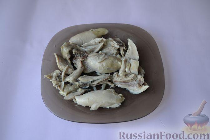 Фото приготовления рецепта: Пряный куриный суп с нутом и красной чечевицей - шаг №8