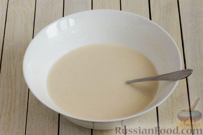Фото приготовления рецепта: Постные блинчики с манной крупой - шаг №3