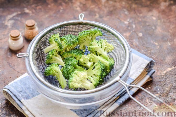 Фото приготовления рецепта: Минтай, запечённый с брокколи - шаг №2