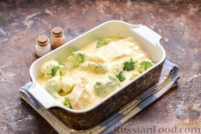 Фото приготовления рецепта: Минтай, запечённый с брокколи - шаг №7