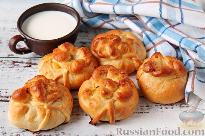 Фото к рецепту: Дрожжевые пирожки-мешочки с картофелем, курицей и сыром