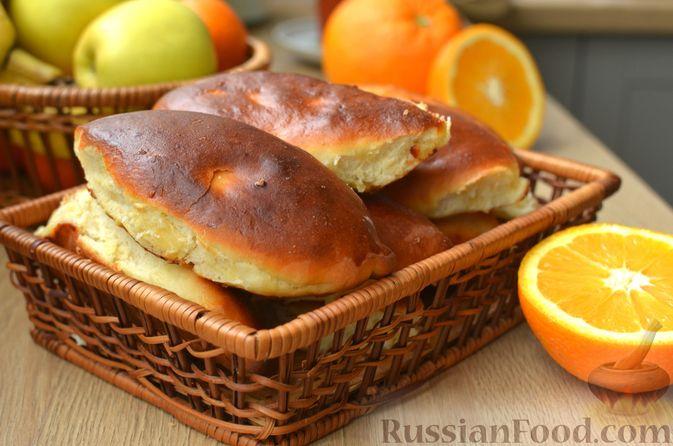 Фото к рецепту: Творожные дрожжевые пирожки с апельсинами