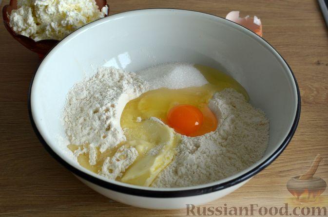 Фото приготовления рецепта: Творожные дрожжевые пирожки с апельсинами - шаг №5