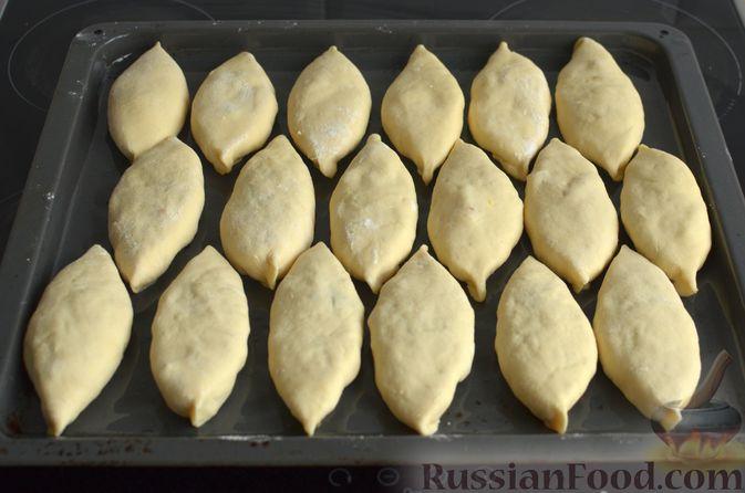 Фото приготовления рецепта: Творожные дрожжевые пирожки с апельсинами - шаг №16