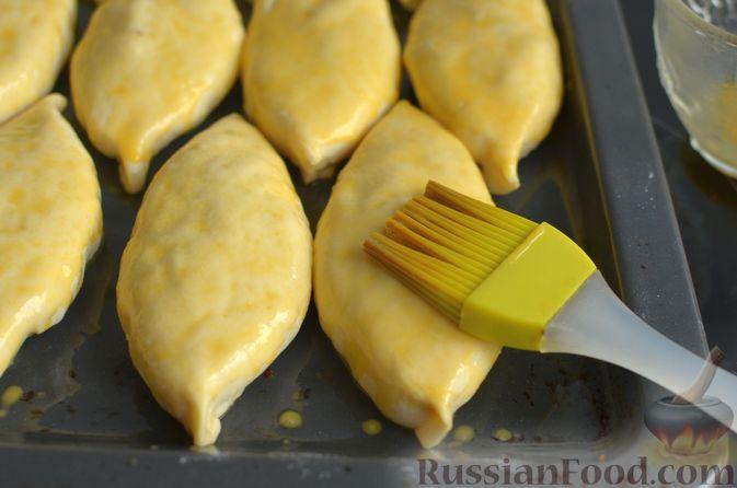 Фото приготовления рецепта: Творожные дрожжевые пирожки с апельсинами - шаг №17