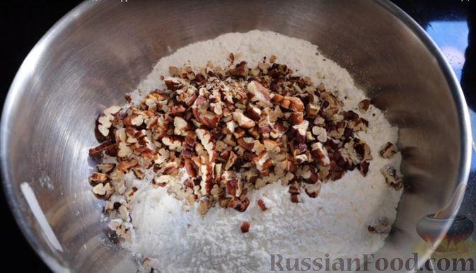 Фото приготовления рецепта: Рождественский кекс на пиве - шаг №3