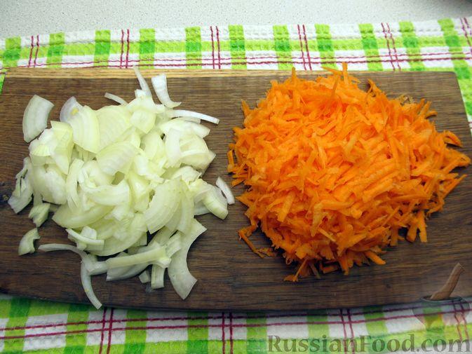 Фото приготовления рецепта: Куриные зразы с морковно-луковой начинкой - шаг №2