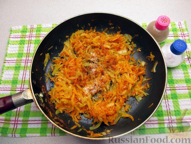 Фото приготовления рецепта: Куриные зразы с морковно-луковой начинкой - шаг №4