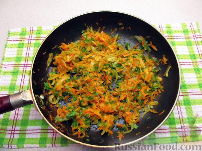Фото приготовления рецепта: Куриные зразы с морковно-луковой начинкой - шаг №6