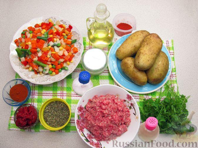Фото приготовления рецепта: Картофельная запеканка с мясным фаршем и замороженными овощами - шаг №1