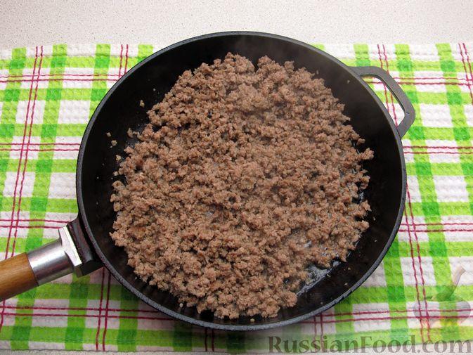 Фото приготовления рецепта: Картофельная запеканка с мясным фаршем и замороженными овощами - шаг №2