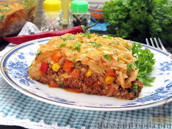 Фото к рецепту: Картофельная запеканка с мясным фаршем и замороженными овощами