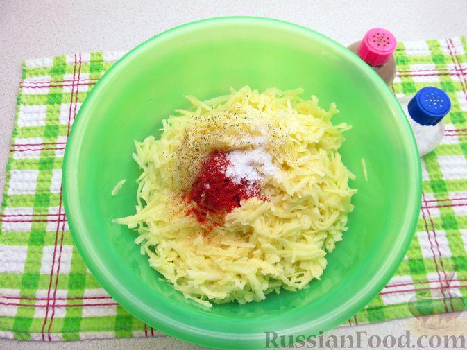 Фото приготовления рецепта: Картофельная запеканка с мясным фаршем и замороженными овощами - шаг №6