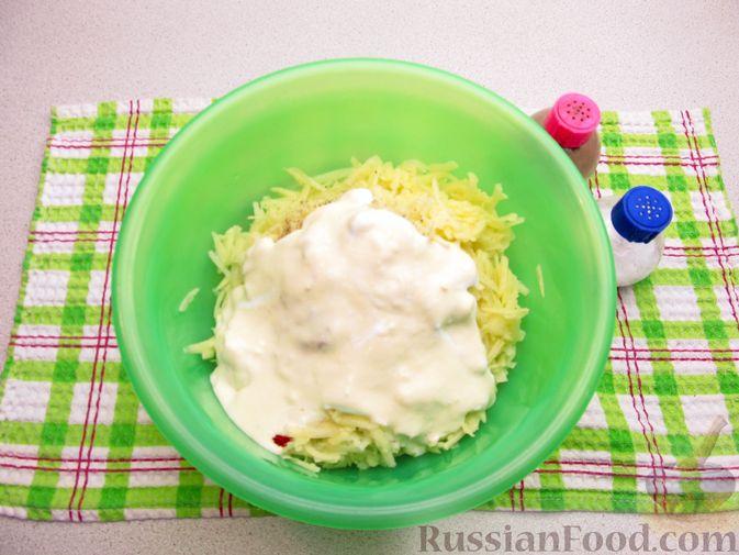 Фото приготовления рецепта: Картофельная запеканка с мясным фаршем и замороженными овощами - шаг №7