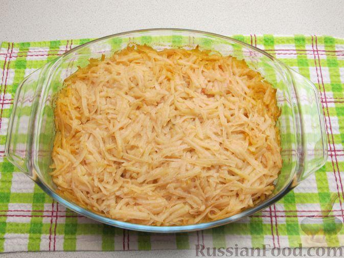 Фото приготовления рецепта: Картофельная запеканка с мясным фаршем и замороженными овощами - шаг №11