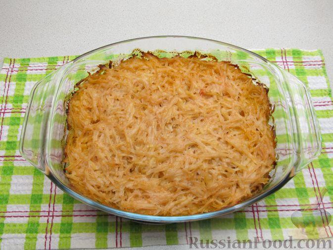 Фото приготовления рецепта: Картофельная запеканка с мясным фаршем и замороженными овощами - шаг №12