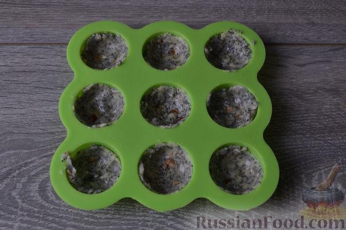 Фото приготовления рецепта: Конфеты с белым шоколадом, маком и лимонным курдом - шаг №14