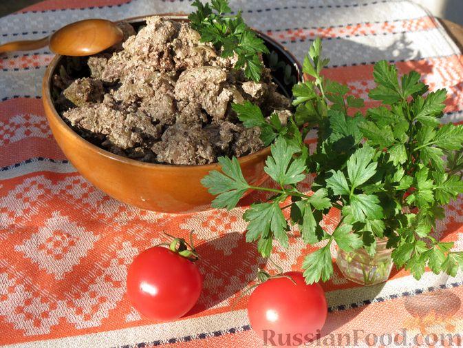 Фото приготовления рецепта: Печень индейки, запечённая с луком в сметане - шаг №7