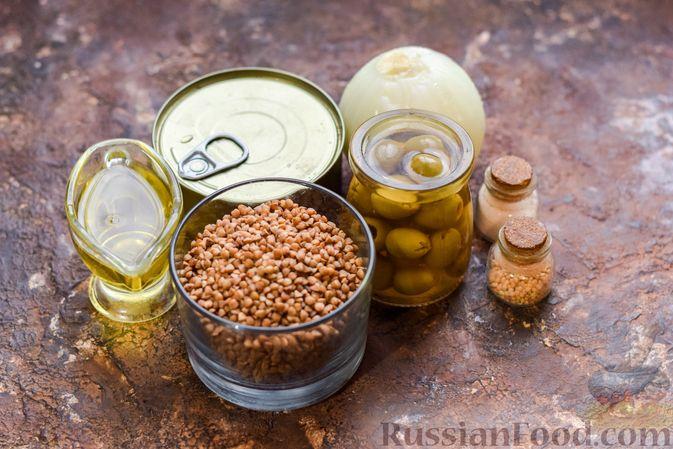 Фото приготовления рецепта: Гречка с консервированным тунцом и оливками - шаг №1