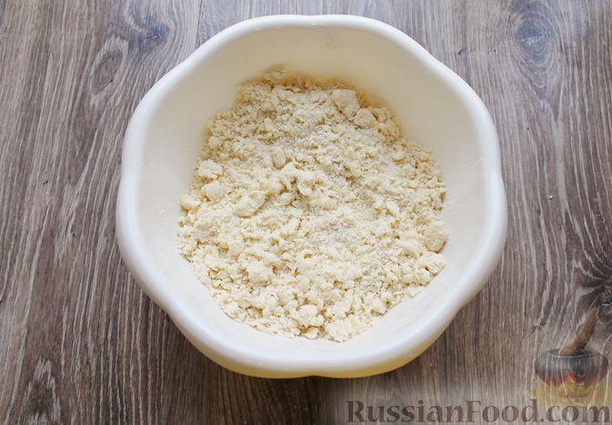 Фото приготовления рецепта: Песочный тарт с творогом и ананасами - шаг №4