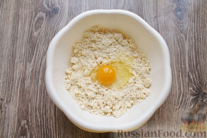 Фото приготовления рецепта: Песочный тарт с творогом и ананасами - шаг №5