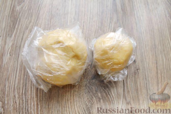 Фото приготовления рецепта: Песочный тарт с творогом и ананасами - шаг №7