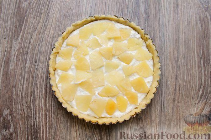 Фото приготовления рецепта: Песочный тарт с творогом и ананасами - шаг №11
