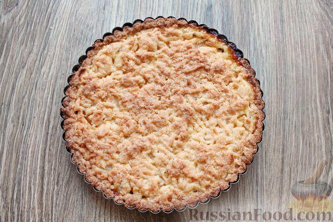 Фото приготовления рецепта: Песочный тарт с творогом и ананасами - шаг №13