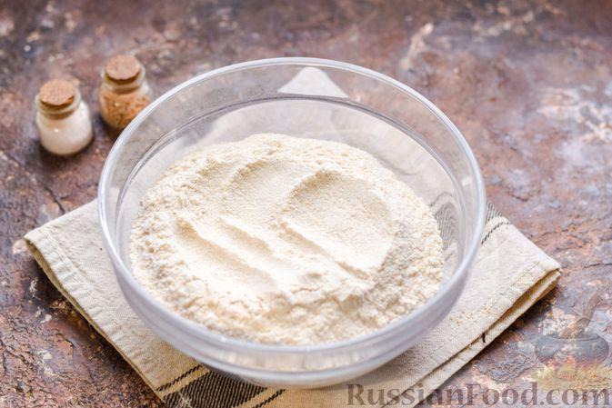 Фото приготовления рецепта: Цельнозерновые луковые крекеры с кинзой, кунжутом и пряностями - шаг №2