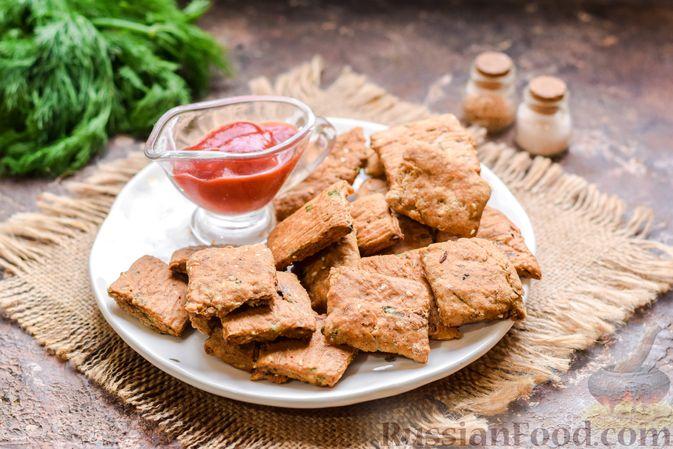 Фото приготовления рецепта: Цельнозерновые луковые крекеры с кинзой, кунжутом и пряностями - шаг №12