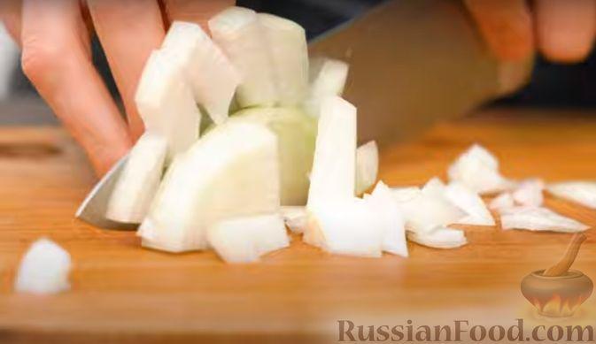 Фото приготовления рецепта: Бигос со свиными ребрами, квашеной и свежей капустой - шаг №2