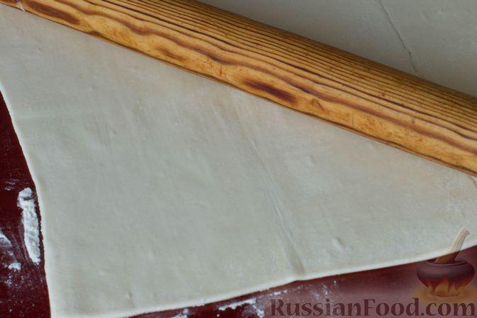 Фото приготовления рецепта: Слоёные рогалики с яблоками, запечённые в лимонаде - шаг №2