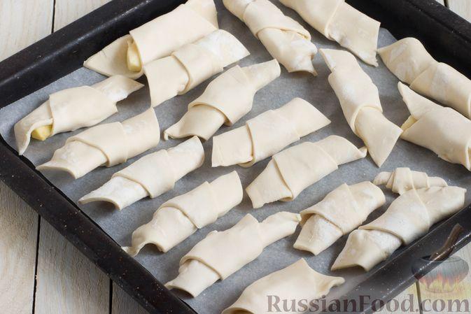 Фото приготовления рецепта: Слоёные рогалики с яблоками, запечённые в лимонаде - шаг №6