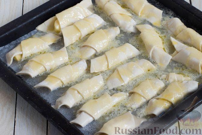 Фото приготовления рецепта: Слоёные рогалики с яблоками, запечённые в лимонаде - шаг №8